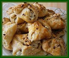 Do hlubší mísy na hrubém slzičkovém struhadle nastrouháme 100% tuk, přidáme hladkou mouku,tekutinu, žloutky, špetku soli a rukama vypracujeme... Healthy Cooking, Chicken Wings, Cauliflower, Shrimp, Potatoes, Treats, Snacks, Vegetables, Recipes