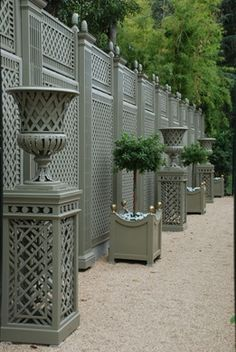 Garden Screening Ideas - Screening can be both attractive as well as practical. From a well-placed plant to upkeep cost-free fencing, below are some innovative garden screening ideas.