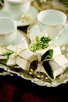 Ana Rosa, Tea for Christmas! Elegant Christmas, Merry Little Christmas, Green Christmas, Christmas Time, Christmas Colors, Southern Christmas, Christmas Ideas, Magical Christmas, Christmas Gifts