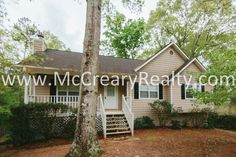 Country Living in a Great 3 BR/2 BA Traditional in Woodstock minutes from Lake Allatoona!