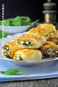 In my coffee kitchen: Francuskie ze szpinakiem i dwoma serami Appetizers For Party, Appetizer Recipes, Toothpick Appetizers, Pilsbury Recipes, Califlower Recipes, Gluten Free Puff Pastry, Food Porn, Appetisers, Clean Eating Snacks