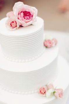 Traditional Wedding Cake | Jaclyn Marie Photography | Cameo Cakes | www.theknot.com