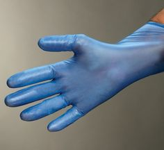Powdered Vinyl Gloves are hypo-allergenic and non-tainting, for use in the food industry.  https://www.clickcleaning.co.uk/products/powdered-blue-vinyl-gloves-1284?ListingLink=%2fcategories%2fdisposable-cleaning-gloves
