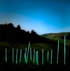 Las composiciones fotográficas Barry Underwood son intervenciones sobre el paisaje, en la que la tecnología armoniza con el entorno natural sin agredirlo.  Realizadas en diferentes reservas naturales de los Estados Unidos, mediante la utilización de iluminación LED - See more at: http://nomadaq.blogspot.com.es/2012/03/barry-underwood-paisajes-iluminados.html#sthash.2so9U6AN.dpuf