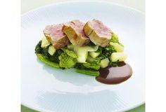 Gebakken varkenshaasje met gewokte groentjes en aardappelblokjes