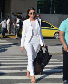 Terninho, blazer, calça de alfaiataria branca, blusa branca