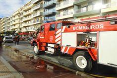 Carro arde na avenida dos Banhos na Póvoa de Varzim