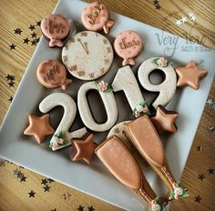 Image discovered by Find images and videos about Cookies, 2019 and midnight on We Heart It - the app to get lost in what you love. Star Cookies, Fancy Cookies, Iced Cookies, Holiday Cookies, New Years Eve Snacks, New Years Eve Dessert, Sugar Cookie Royal Icing, Cookie Icing, Chocolates