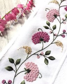 Getting to Know Brazilian Embroidery - Embroidery Patterns Hand Embroidery Flowers, Simple Embroidery, Silk Ribbon Embroidery, Beaded Embroidery, Brazilian Embroidery Stitches, Hand Embroidery Stitches, Embroidery Techniques, Machine Embroidery, Embroidery Needles