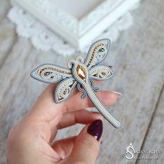 Shibori, Soutache Jewelry, Bead Jewellery, Beaded Brooch, Brooches Handmade, Flower Brooch, Bead Art, Beaded Embroidery, Fabric Flowers