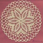 Delicado crochet doily forma de diamante