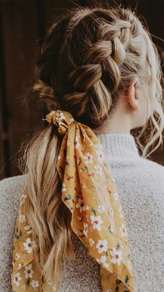 21 pretty ways to wear a scarf in your hair, easy hairstyle with scarf , hairsty. 21 pretty ways to wear a scarf in your hair, easy hairstyle with scarf , hairstyles for really hot weather braid ideas for summer Aesthetic Hair, Aesthetic Makeup, How To Wear Scarves, Ways To Wear A Scarf, Hair Looks, Hair Inspiration, Hair Inspo, Your Hair, Curly Hair Styles