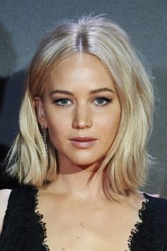 Jennifer Lawrence short wavy blonde hair