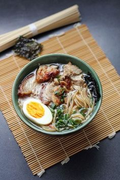 4 Cycle Fat Loss Japanese Diet shoyu ramen Pour apprendre à cuisiner japonais : www. Discover the World's First & Only Carb Cycling Diet That INSTANTLY Flips ON Your Body's Fat-Burning Switch Ramen Recipes, Asian Recipes, Cooking Recipes, Healthy Recipes, Ethnic Recipes, Japanese Food Recipes, Oven Cooking, Cooking Steak, Cooking Light