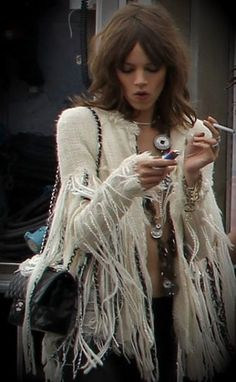 bohemian boho style hippy hippie chic bohème vibe gypsy fashion indie folk look outfit Ethno Style, Gypsy Style, Boho Gypsy, Hippie Style, Bohemian Style, Bohemian Hair, Gypsy Chic, Hippie Bohemian, Boho Chic