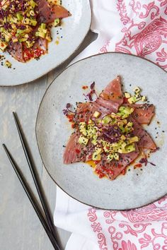 Tuna sashimi with avocado and yuzu dressing. Fresh, healthy and full of flavour. Sushi Recipes, Seafood Recipes, Asian Recipes, Cooking Recipes, Healthy Recipes, Tuna Sashimi Recipe, Sashimi Sushi, Ceviche, Appetisers