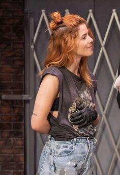 Oliver And Felicity Kiss, Arrow Felicity, Felicity Smoak, Emily Bett Rickards, Arrow Actor, Her Cast, Katherine Mcnamara, Canadian Actresses, Stephen Amell