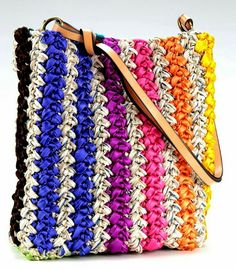 I like the look of a row of crocheted satin ribbon alternated with (what looks like) crocheted raffia for this striped crochet bag!