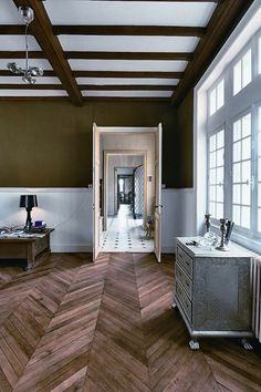The floor pattern inside this room seems to draw your eye towards and through the depth of the space rather than in the opposite direction.