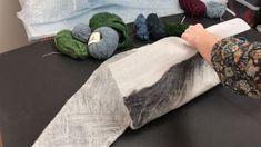 вышивка в процессе валяния