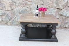 Flott stuebord i drivved fra ClassicLiving med sort  understell. Kommer i en serie med lekre salongbord, spisebord med kraftige kuleben og lekkert design.  https://classic-living.no/collections/bord/products/dubai-salongbord-sort-90x90