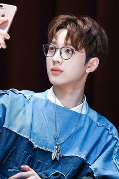 so cute with that glasses Guan Lin, Lai Guanlin, Kpop, Jinyoung, Fun To Be One, Boyfriend Material, South Korean Boy Band, Boy Bands, Kdrama