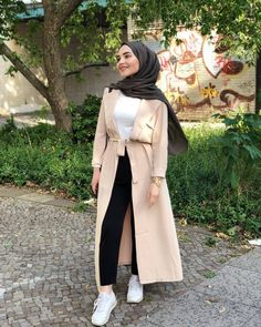 Hijab Fashion 2020 Selection of special veiled trendy looks Modern Hijab Fashion, Muslim Fashion, Modest Fashion, Fashion Outfits, Hijab Chic, Casual Hijab Outfit, Hijab Styles, Modest Wear, Modest Dresses