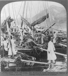 Junks laden with sea-weed, the Korean's table delicacy—in harbor of Fusan, Korea. ©1904 Underwood & Underwood. Library of Congress