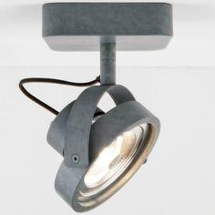 Wat een gave grijze spotlamp! De wandlamp DICE-1 LED van het merk Zuiver is erg handig in gebruik. De lamp is verstelbaar in alle richtingen en ook nog eens din