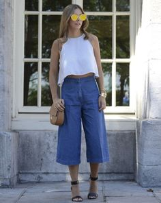 If you want to look casually different with your jeans this spring, you should try these spring denim outfit ideas. Denim Culottes Outfits, Culottes Outfit Summer, How To Wear Culottes, Denim Outfit, Summer Outfits, Casual Outfits, Mode Outfits, Fashion Outfits, Look Fashion