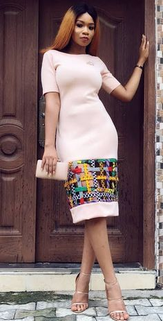 Ankara Mode-Stil afrikanische Mode Ankara Kitenge afrikanische Frauenkleider A African Fashion Ankara, Ghanaian Fashion, Latest African Fashion Dresses, African Print Fashion, Africa Fashion, African Style, Kitenge, Short African Dresses, African Print Dresses