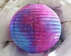 All pink and purple galaxy paper lanterns measuring in diameter. Galaxy Party, Theme Galaxy, Galaxy Wedding, Galaxy Decor, Galaxy Cake, Galaxy Crafts, Diy Galaxy, Paper Lantern Lights, Paper Lanterns
