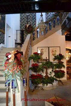 Decoración navideña de escalera. Floristeriamarques.com