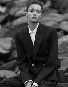 Harper's Bazaar - Worldwide - Page 112 Fashion Photography Inspiration, Photography Poses Women, Celine, Guys In Skirts, High Class Fashion, Arte Van Gogh, Androgynous Look, Tomboy Chic, Masculine Style