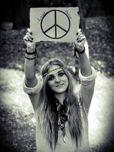 peace and love exactly but am I a disappointment to everyone or is it what they expected! I love you Ashlie Terry! Peace and Love Hippie Style, Paz Hippie, Trippy Hippie, Estilo Hippie, Hippie Vibes, Hippie Peace, Hippie Love, Hippie Chick, Hippie Gypsy
