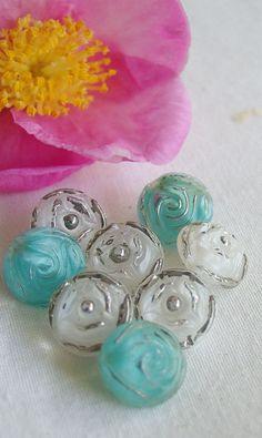 Boutons de verre Moonglow vintage. Roses par ButtonBroker sur Etsy