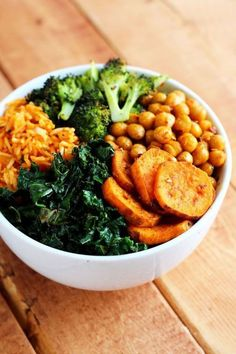 "fitblrx: ""garden-of-vegan: "" Roasted Vegan Lunch Bowl: chili-lime kale, curry roasted sweet potatoes, sriracha & soy sauce chickpeas, roasted broccoli, and leftover rice. Chou Kale, Vegetarian Recipes, Healthy Recipes, Cooking Recipes, Cheap Recipes, Kale Recipes, Protein Recipes, Recipes Dinner, Lunch Recipes"