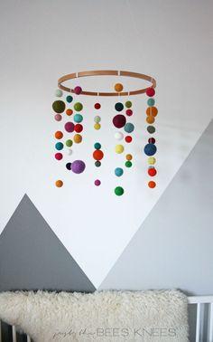 embroidery_hoop_felted_ball_mobile.jpg 600×963 pixels