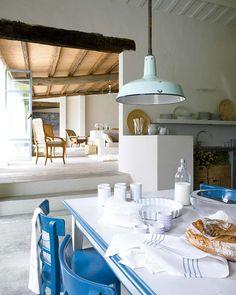 En el post de hoy, os presento esta maravillosa casa, situada en la costa brava, en el empurdà, un situación privilegiada, cerca del mar. ...