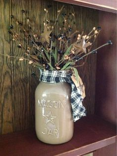 Painted mason jar,simple and sweet. Mason Jar Vases, Mason Jar Centerpieces, Painted Mason Jars, Mason Jar Diy, Glass Jars, Primitive Crafts, Primitive Christmas, Christmas Crafts, Primitive Mason Jars