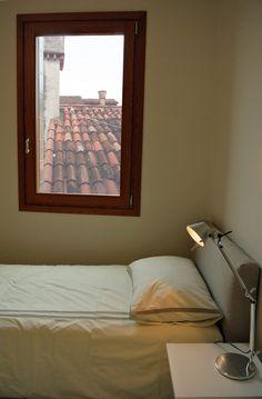 Camera da letto con vista su Venezia #architettura #interni