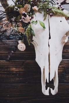 Mark Your Rental Space With These Simple Decorating Tips Skull Decor Diy, Deer Decor, Wall Decor, Flower Decorations, Wedding Decorations, Wedding Ideas, Painted Cow Skulls, Cow Skull Art, Skull Wedding