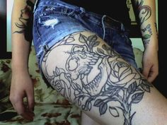 i just love upper thigh pieces on chicks...so sexy ;)