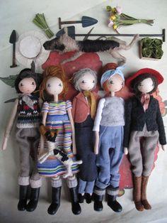 Sarah Strachan I Gardening dolls Doll Crafts, Diy Doll, Fabric Dolls, Paper Dolls, Doll Toys, Baby Dolls, Paperclay, Sewing Dolls, Little Doll