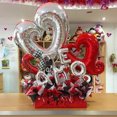Así celebramos este #14DeFebrero en #JoliandGift ❤️ Haz tus encargos y pedidos con tiempo  te esp - joliandgift Balloon Box, Balloon Gift, Balloon Bouquet, Valentines Surprise, Valentines Diy, Valentine Day Gifts, Valentine Decorations, Balloon Decorations, Birthday Party Decorations