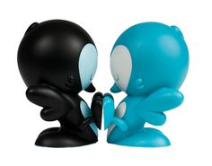In four alluring color editions – Teal, Black, Orange, and Purple – the Lovebirds by Kronk are the most affectionate animals to cozy up to vinyl. Packaged individually in an artist-designed box, each 4-inch figure stands on its tail with its feet in the air, ready to connect with (or push away) any potential partners. Stellar on their own but perfectly complete when mated, the Lovebirds are both half and whole.