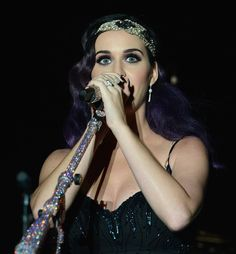 Katy Perry Performs Wearing Ista Jewelry when performing.
