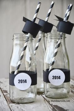 Love these maybe in mason jars or even on plastic cups...eighteen25: 10 fun Graduation Ideas