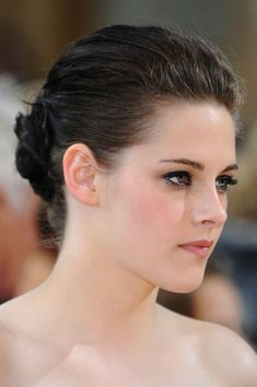 Kristen Stewart Photos - Actress Kristen Stewart arrives at the 82nd Annual Academy Awards held at Kodak Theatre on March 7, 2010 in Hollywood, California. - 82nd Annual Academy Awards - Arrivals