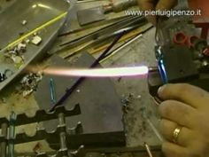 how to make a lampworked glass fish (italiano) by Pierluigi Penzo